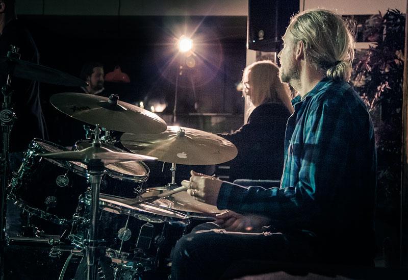 Morgan Ågren på trummor