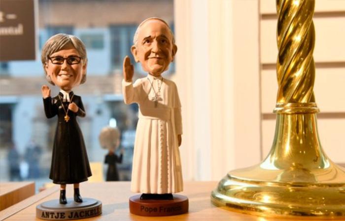 Påven är mer populär än vår egen ärkebiskop